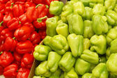 Close up of peppers on market stand — Stock Photo