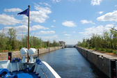 A boat entering to lock chamber of sluice — Stock Photo