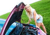 Girl repairing car — Stock Photo