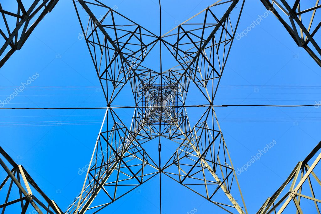 High voltage tower on a background of the sky. — Zdjęcie stockowe #3377083