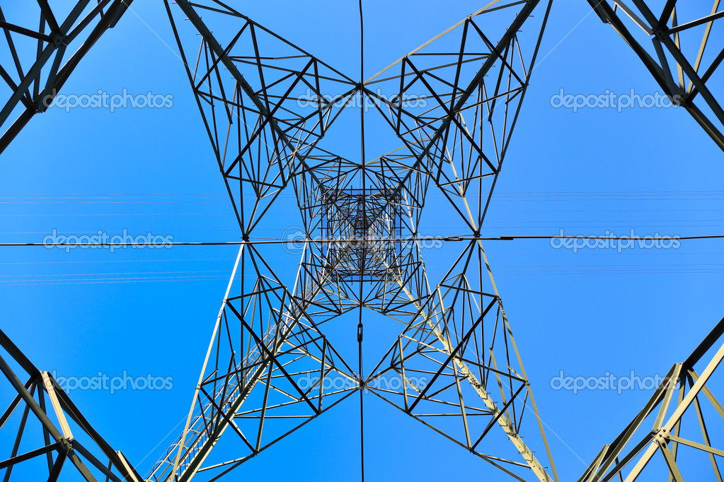 High voltage tower on a background of the sky. — Lizenzfreies Foto #3377083