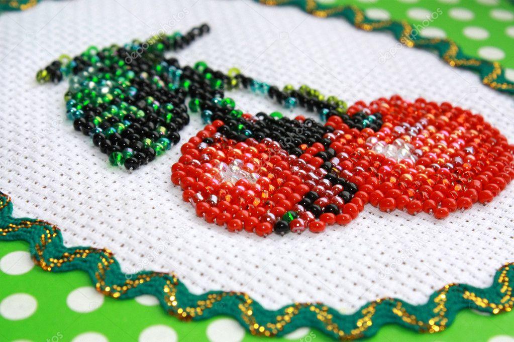 Искусство вышивания бисером появилось с древних времен. .  Изначально под вышивку бисером использовались...
