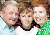 Abuelos con nieto — Foto de Stock