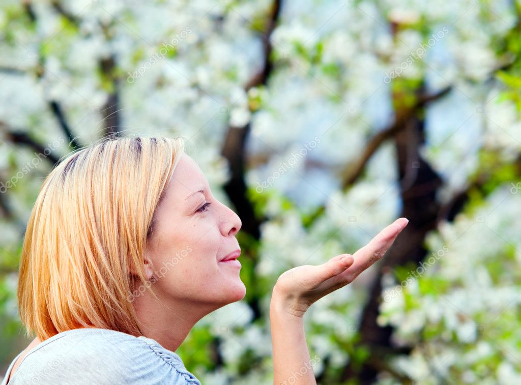 Smiling blonde woman enjoying spring — Stock Photo #3480172