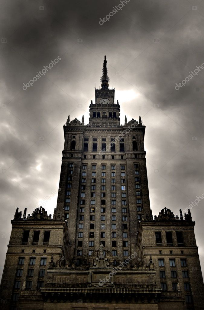 Palace of Culture and Science. Warsaw, Poland. Stormy clouds — Stock Photo #3510744