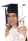 Genç bir kadın tutarak yüksek lisans diploması — Stok fotoğraf