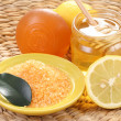 Honey and lemon bath — Stockfoto