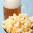 Bowl of popcorn and beer — Stock Photo