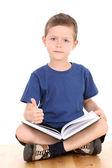 本を持つ少年 — ストック写真