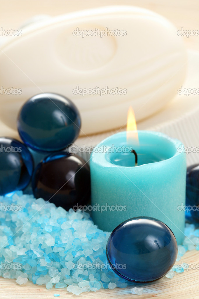 Bath salt and soap - blue beauty treatment — Stock Photo #4489849
