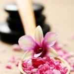 Flower bath salt — Stock Photo