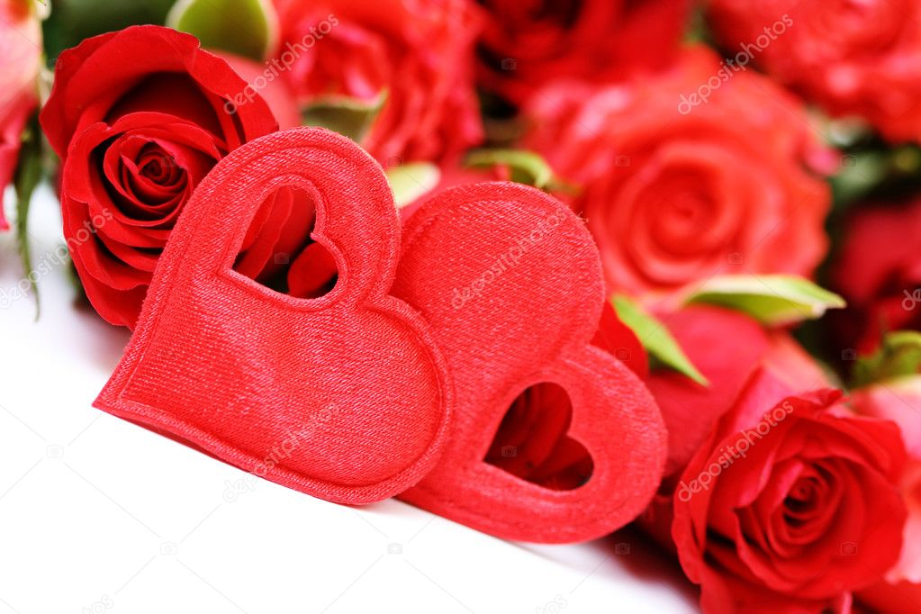 Beautiful red roses and heart isolated on white — Stock Photo #4515341