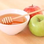 ciotola di miele e mela — Foto Stock