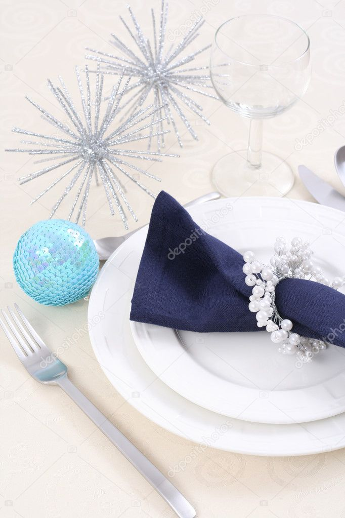 Christmas table setting - ready for Christmas dinner — Stock Photo #4666999