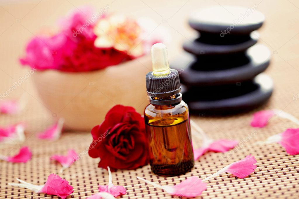 Bottle of flower essential oil with fresh carnation flowers  - beauty treatment — Stock Photo #4974993