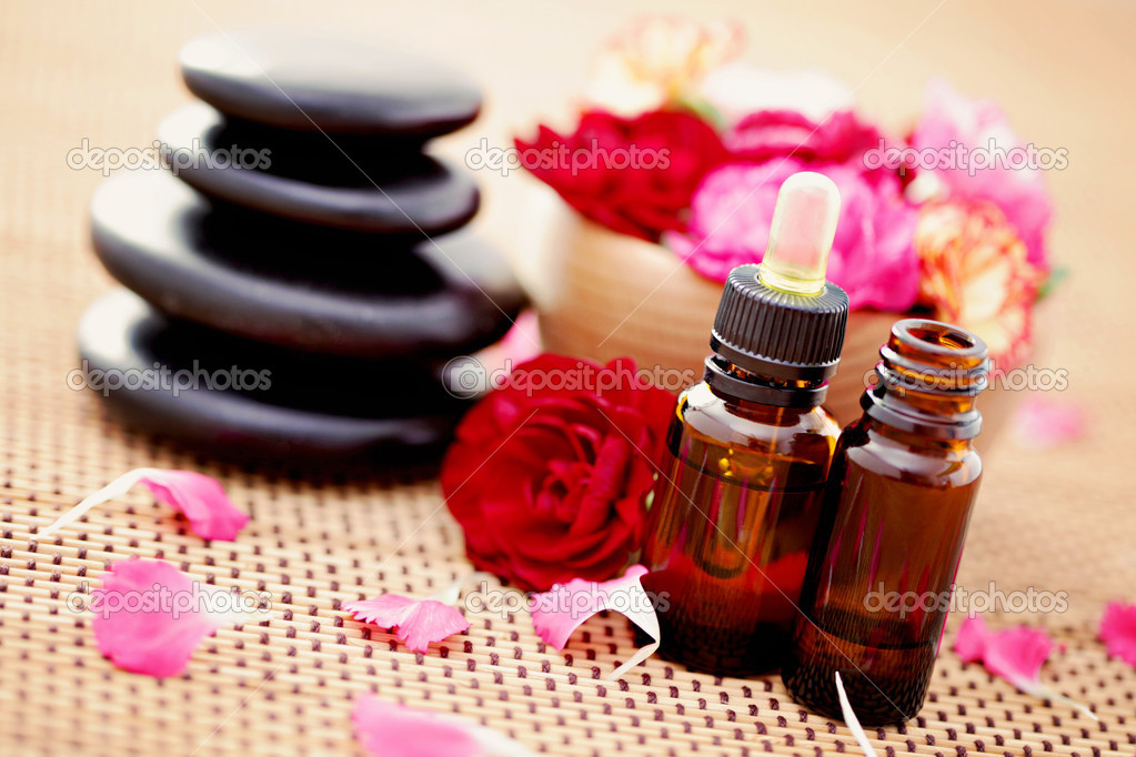 Bottle of flower essential oil with fresh carnation flowers  - beauty treatment — Stock Photo #4975012