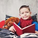 leggendo il libro — Foto Stock