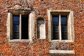 中世の建物の窓 — ストック写真