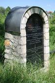 Ett monument som hedrar minnet av judarna i ożarów. polen — Stockfoto