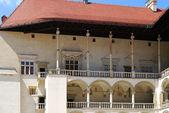Renesančními arkádami. královský hrad wawel v krakově — Stock fotografie