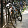 Bicycle on city street — Stockfoto