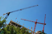 Steel crane at building site — Stockfoto