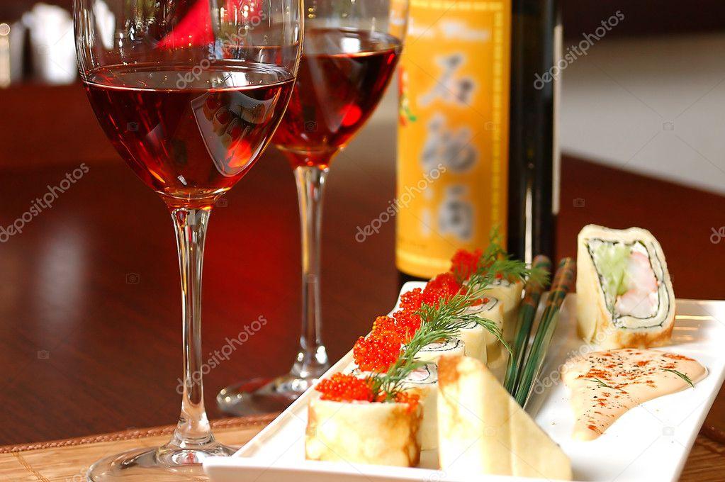 sushi et vin rouge