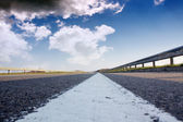 The road and nice blue sky — Stockfoto