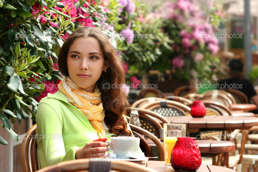Attractive young woman relaxing in cafe — Stock Photo #3259835