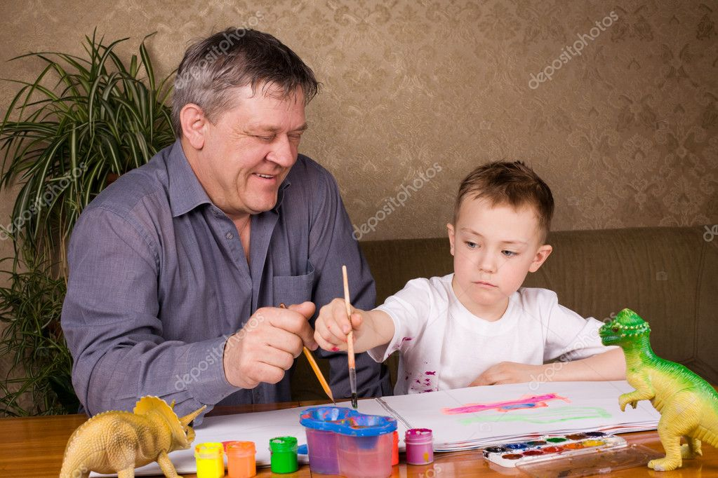 His grandfather teaches his grandson drawing paint. — Stock Photo #2823872