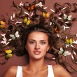 Woman and butterflies — Stockfoto