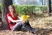 Mujer en el parque — Foto de Stock