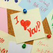 Love message pinned on cork board — Stock Photo