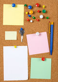Blank memo notes on cork board — Stock Photo