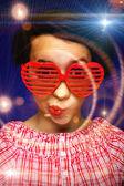 Ung tjej med rolig solglasögon — Stockfoto