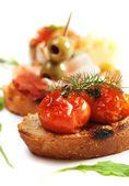 Bruschette zeytin ve domates ile — Stok fotoğraf