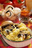 Makaron tortiglioni z pieczarkami — Zdjęcie stockowe
