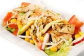 Delicious chicken and vegetable salad — Stockfoto