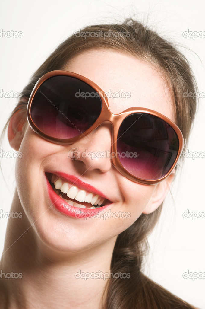 Portrait of smiling beautiful young woman with funy sunglasses — Stock Photo #3269346