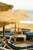 藁傘と椅子 — ストック写真