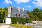 Chateau de Chenonceau.house of the gardener in castle park. Valley of the r — Stock Photo