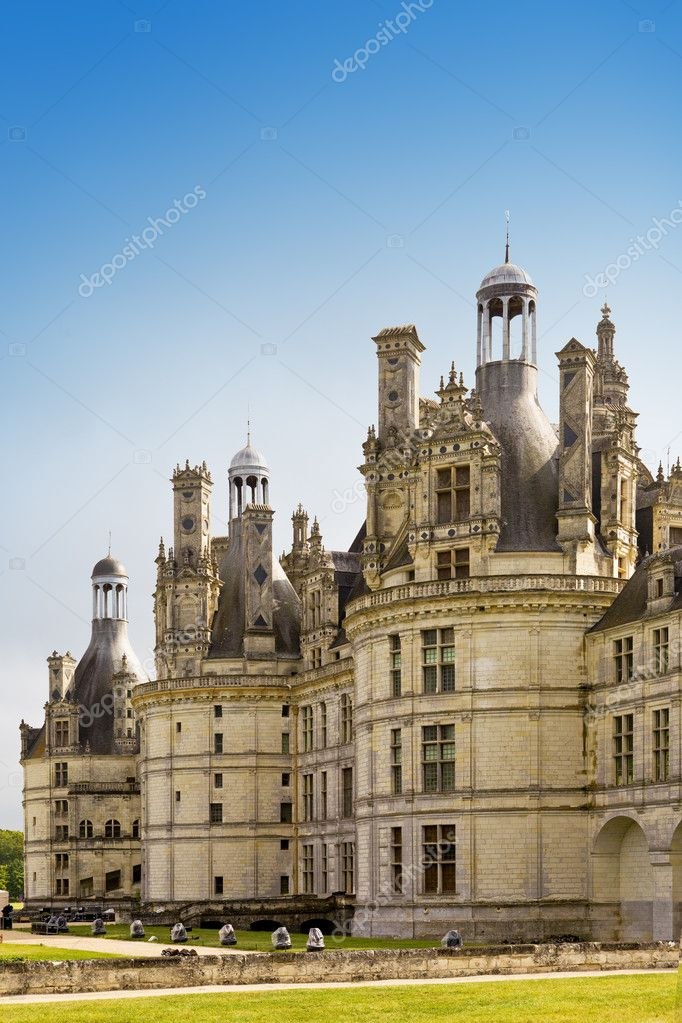 Castle  of a valley of the river Loire. France. Chambord castle (Chateau de Chambord) — Stock Photo #3799729