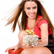 Beautiful shopping girl giving gift box — Stock Photo