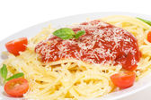 Pasta with tomato sause and and basil — Stock Photo