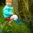 Child sitting in the forest — Stok fotoğraf