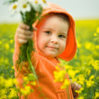Child gives a boquet — Stock Photo