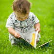 Little boy reading book — Stockfoto
