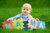 Boy holds word mama — Stock Photo