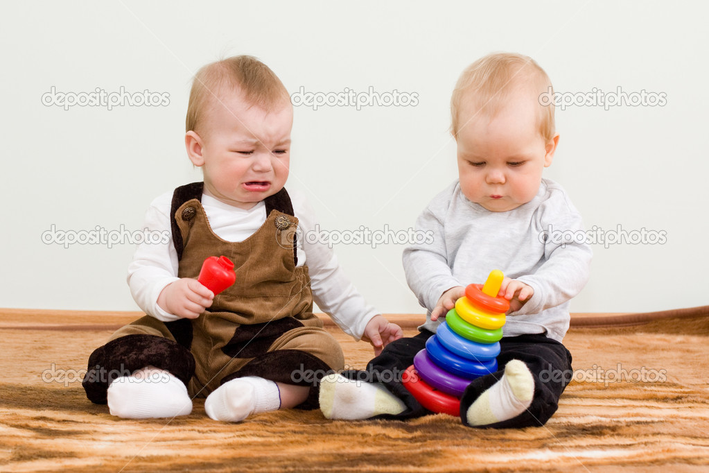 Two children shared a toy — Stock Photo #2764702