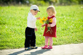 Children and flowers — Stockfoto